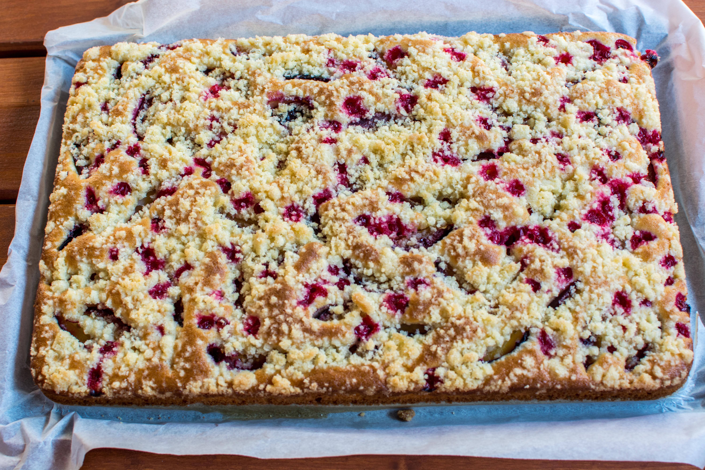 Špaldový ovocný koláč s mrveničkou